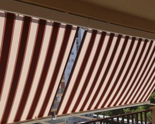 Toldo balcón con cofre