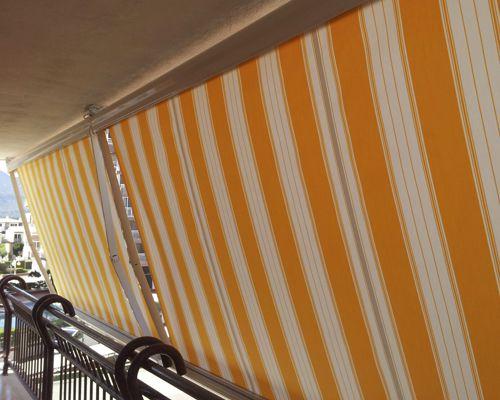 Toldo extensible cofre para balcón
