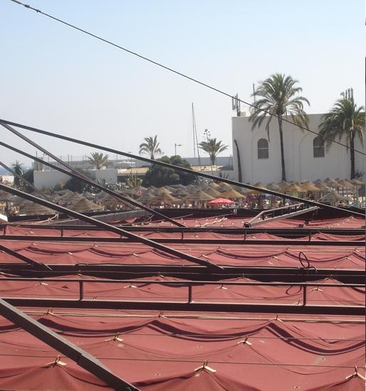 Toldo corredero de anillas y cables