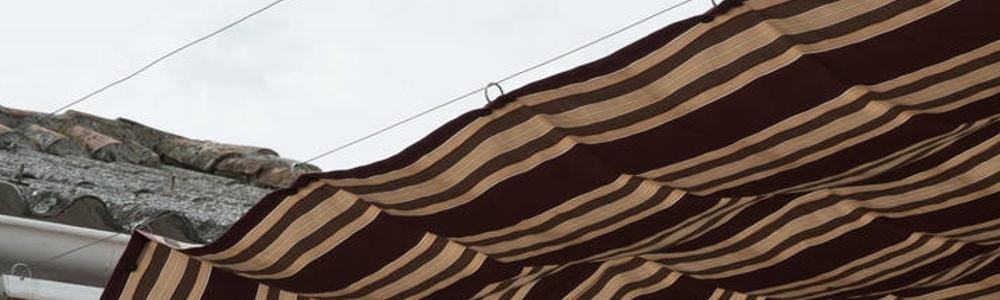 Toldo terraza con cables y anillas